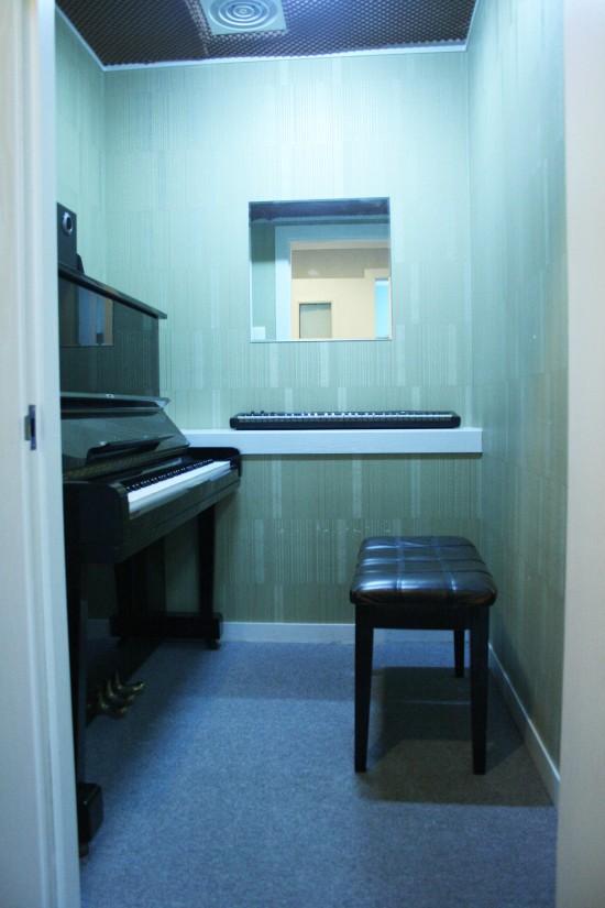 팜실용음악학원 피아노 연습실