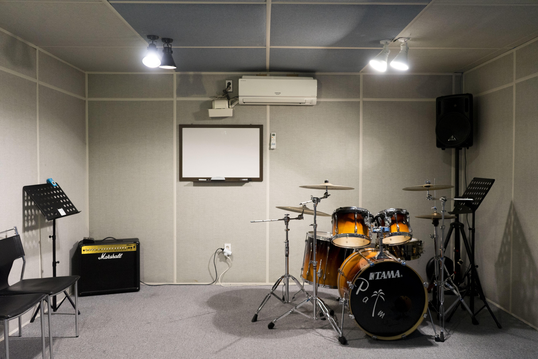 팜실용음악학원 합주실